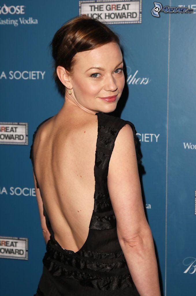 Samantha Mathis, schwarzes Kleid
