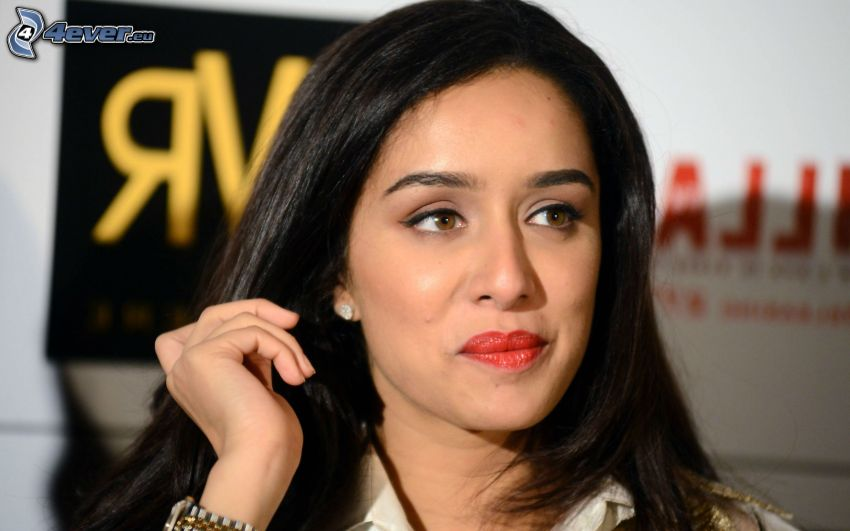 Shraddha Kapoor, rote Lippen