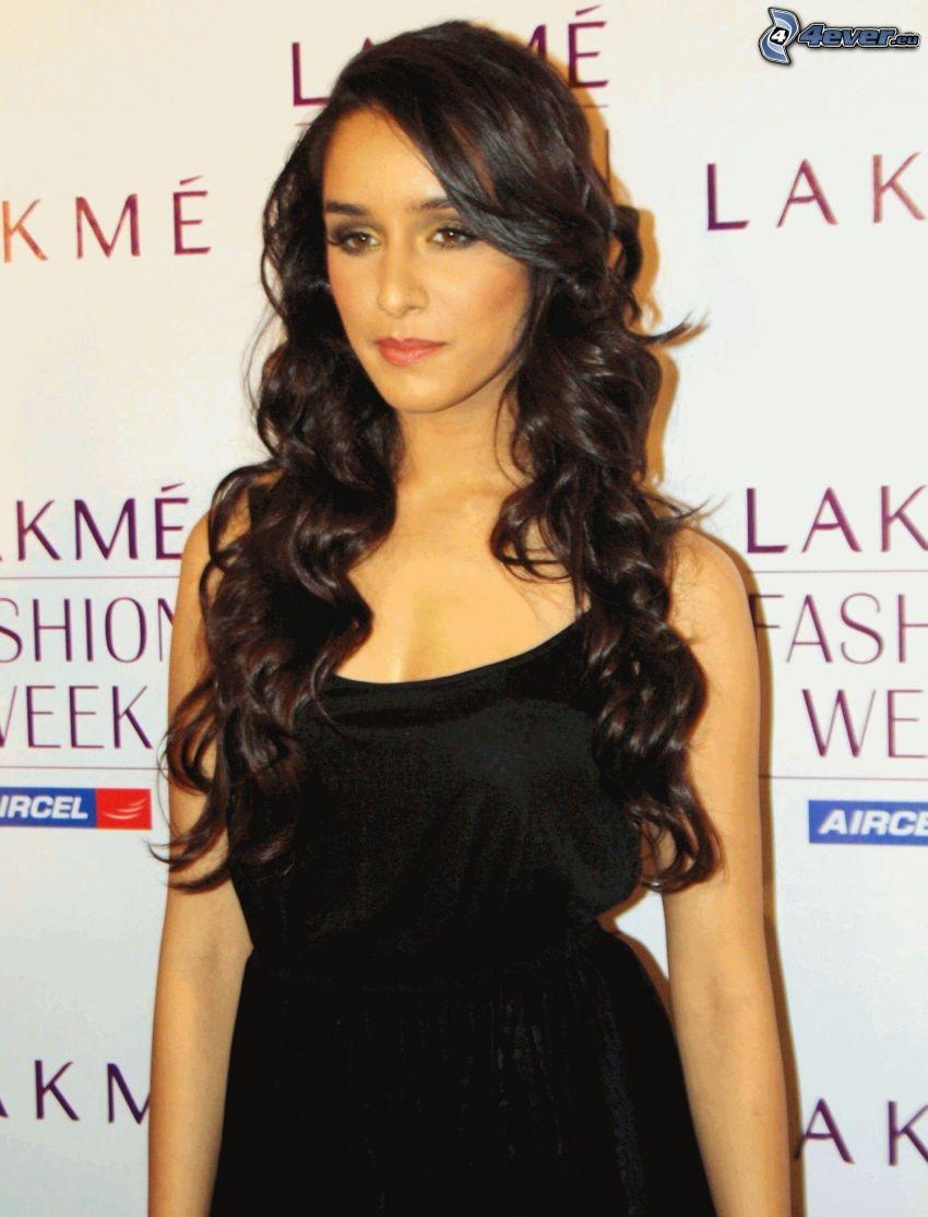 Shraddha Kapoor, schwarzes Kleid