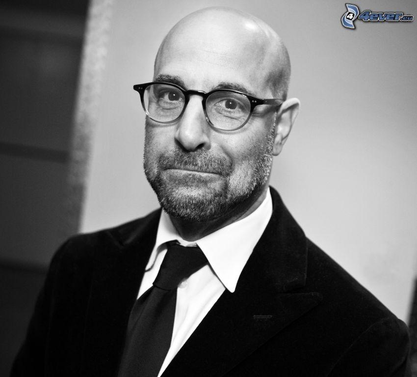 Stanley Tucci, Mann mit Brille, mann im Anzug, Schwarzweiß Foto