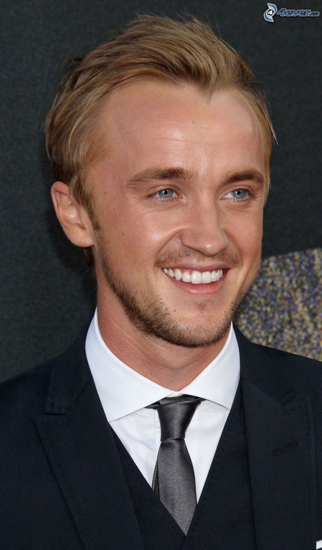 Tom Felton, Lächeln, mann im Anzug