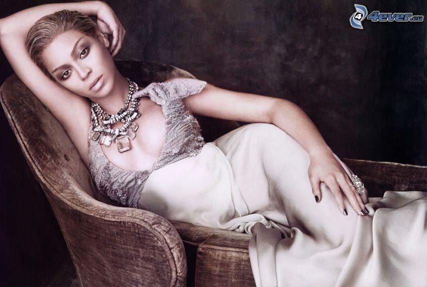 Beyoncé Knowles, weißes Kleid