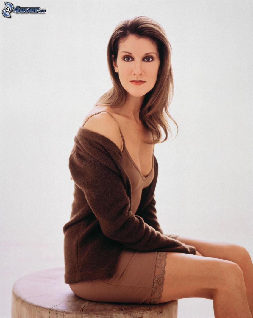 Celine Dion, beiges Kleid