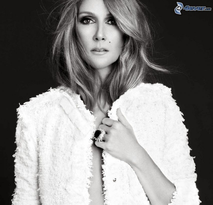 Celine Dion, braless, Schwarzweiß Foto