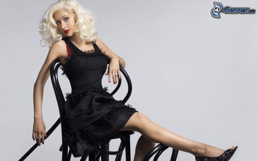 Christina Aguilera, schwarzes Kleid