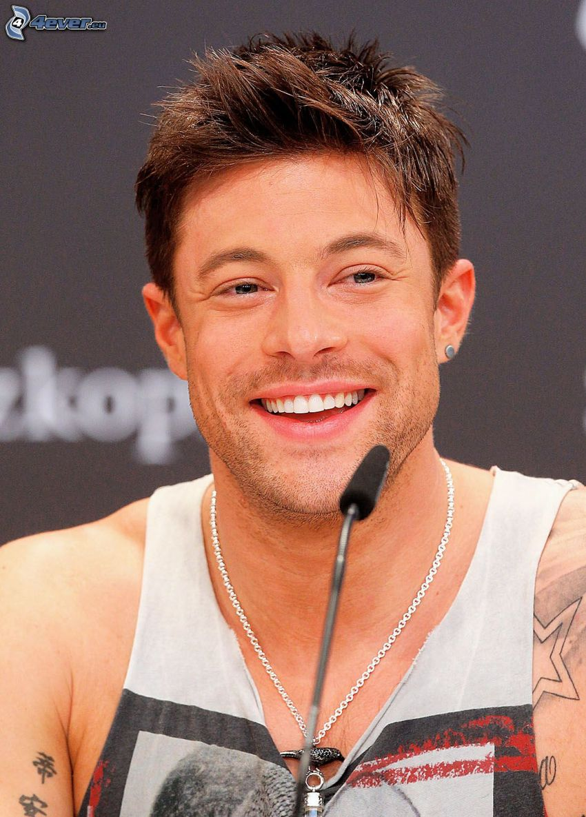 Duncan James, Lachen