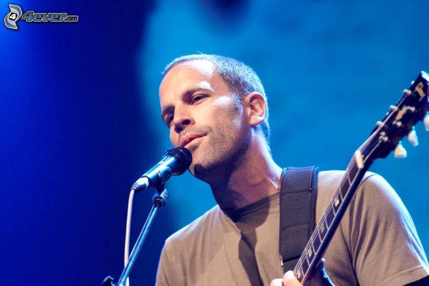 Jack Johnson, Singen, Gitarre