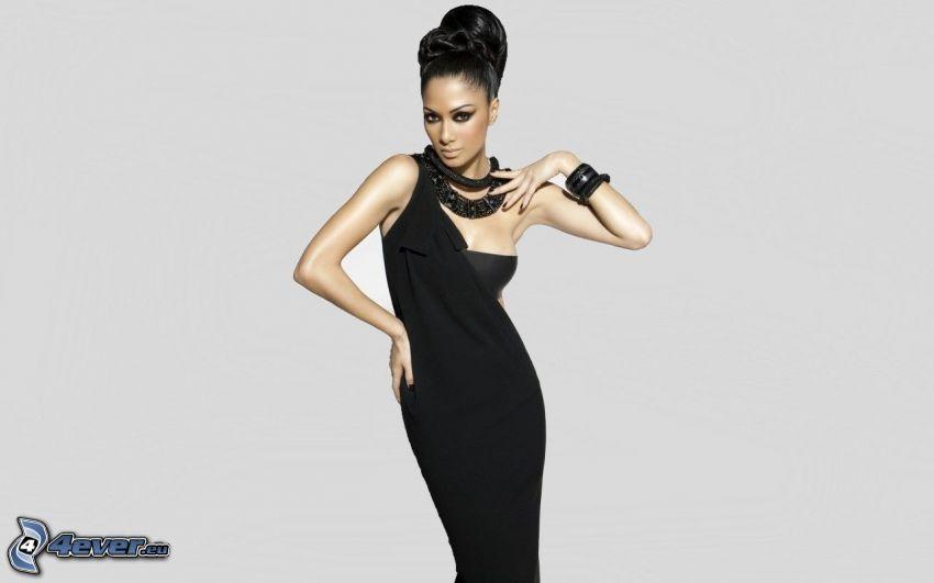 Nicole Scherzinger, schwarzes Kleid