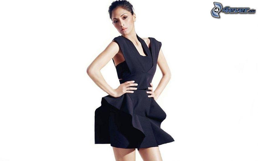 Nicole Scherzinger, schwarzes Minikleid
