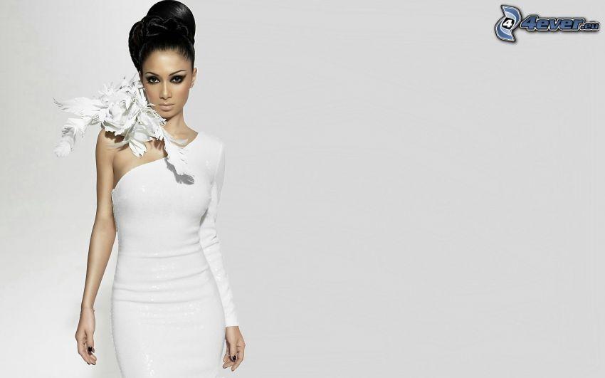 Nicole Scherzinger, weißes Kleid