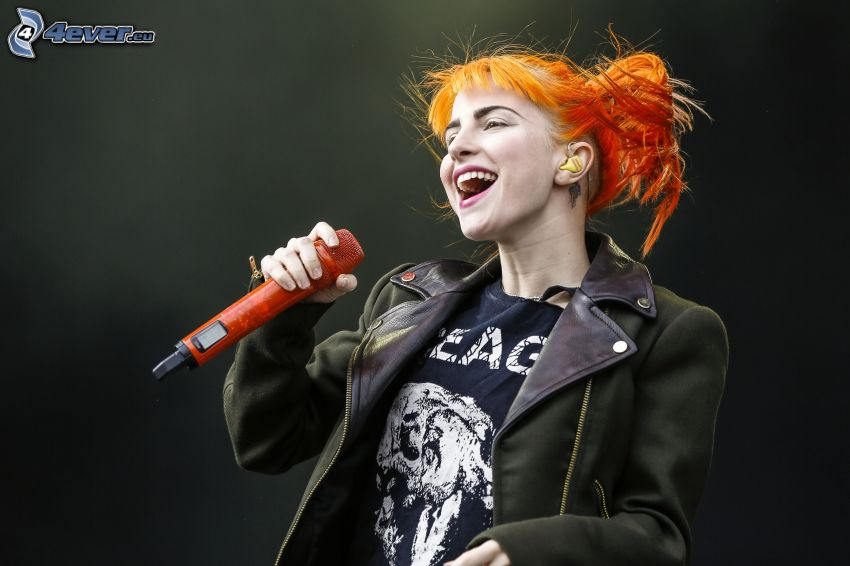 Paramore, Mikrofon, Singen