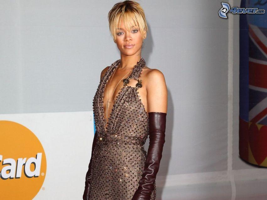 Rihanna, braunen Kleid