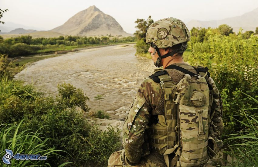 Soldat, Fluss, Berg