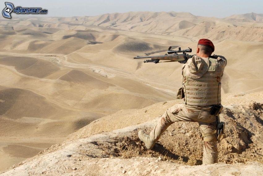 Soldat mit einem Gewehr, sniper, Wüste