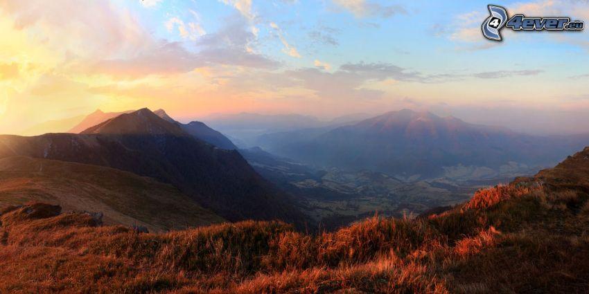 Aussicht auf die Landschaft, Berge, Sonnenaufgang