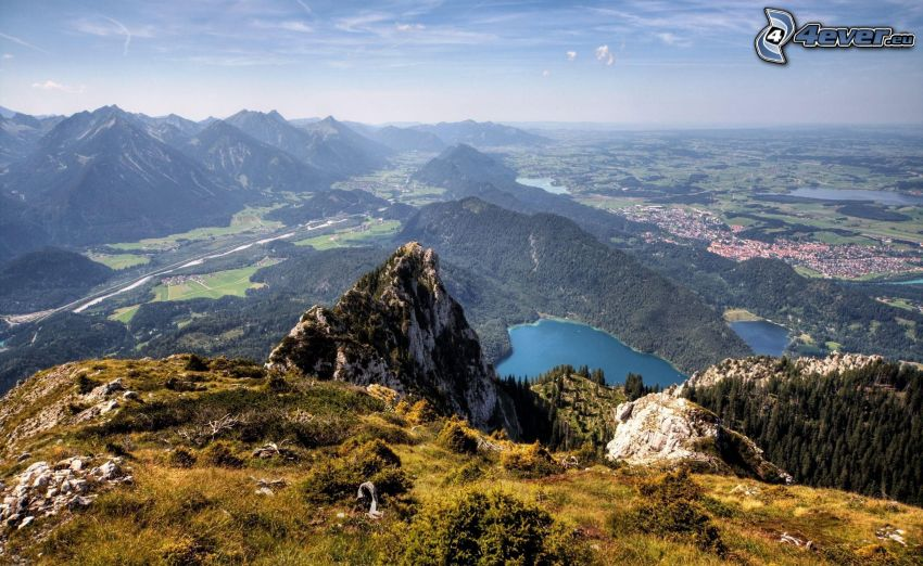 Aussicht auf die Landschaft, Bergsee, felsige Hügel