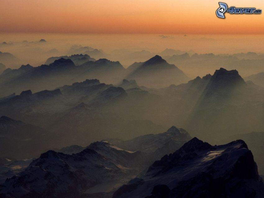 Berge, Hügel, Sonnenstrahlen