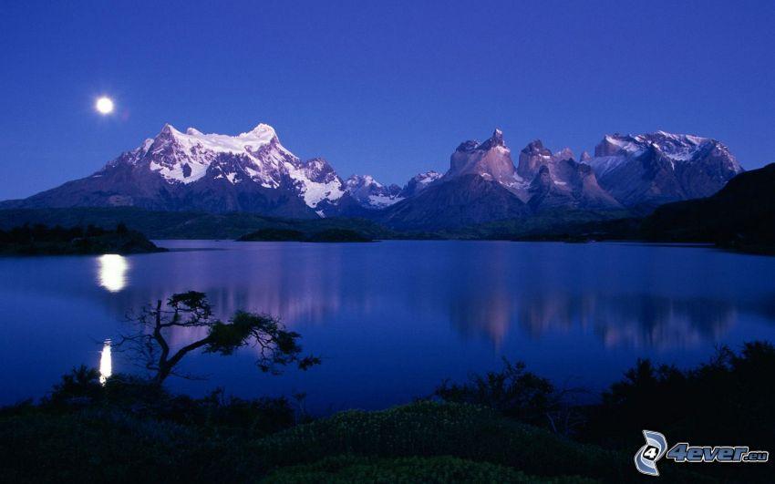 felsige Berge, See