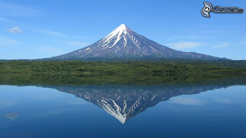 Kronotsky Vulkan, See, Spiegelung