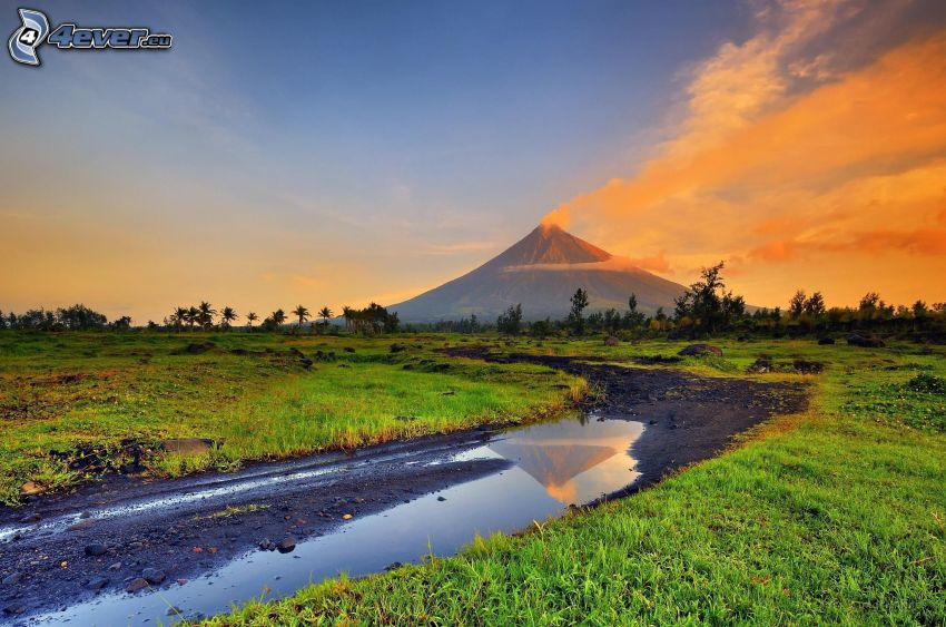 Mount Mayon, Pfütze, Feldweg, orange Wolken, Wiese, Philippinen