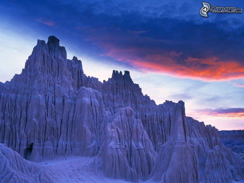 schneebedeckte Berge, Himmel