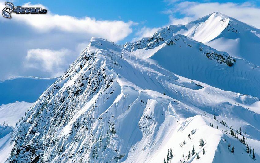 schneebedeckte Berge, Wolken