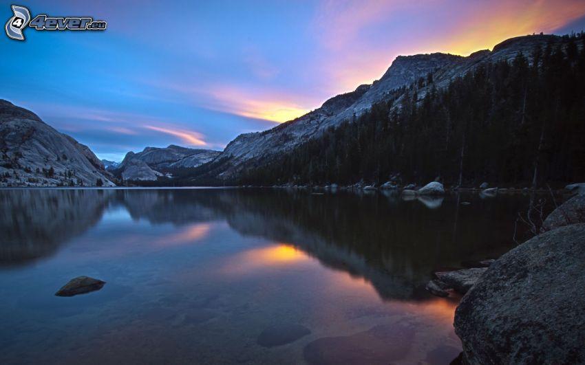 See, Abend, Sonnenuntergang, felsige Hügel