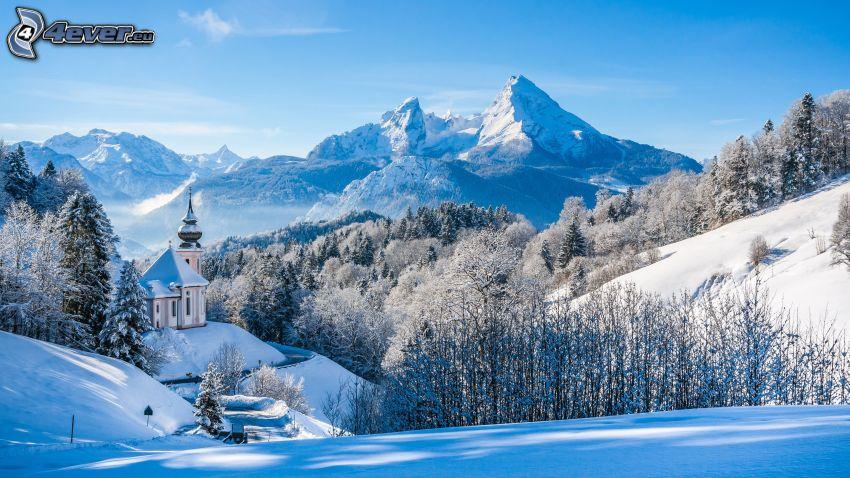 verschneite Landschaft, Kirche, verschneiter Wald, schneebedeckte Berge