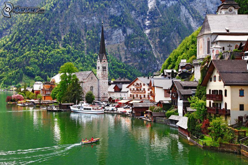 Dorf, Fluss, Häuser, felsige Berge, Boot