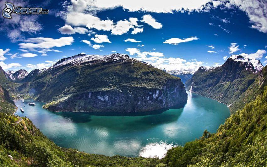Fjord, felsige Berge, Himmel, Wolken, Norwegen