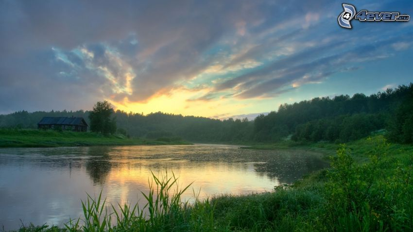 Fluss, Wald, Abendhimmel, Hütte