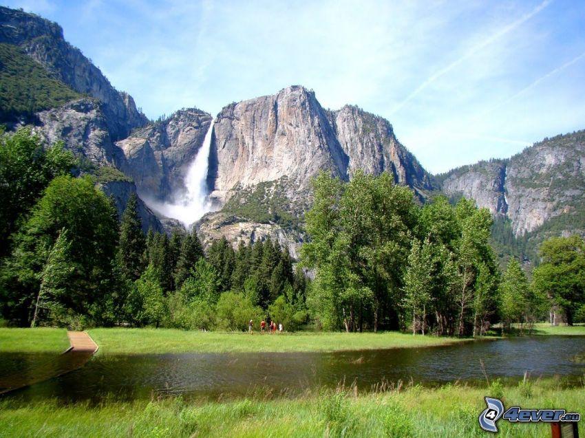 Fluss im Yosemite-Nationalpark, Camping, Wasserfall Upper