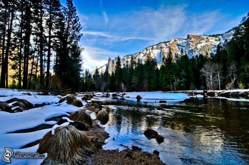 Fluss im Yosemite-Nationalpark