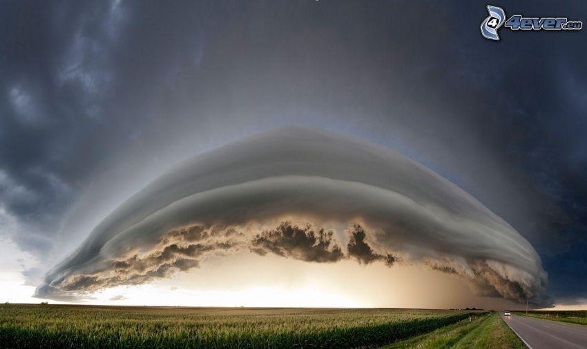 Gewitterwolken, Feld, gerade Strasse