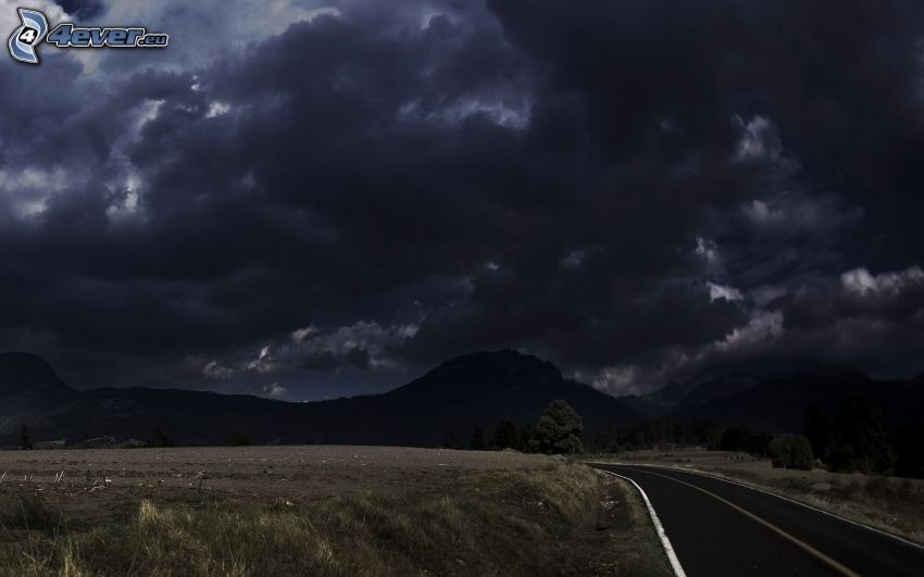 Gewitterwolken, Hügel, Straße