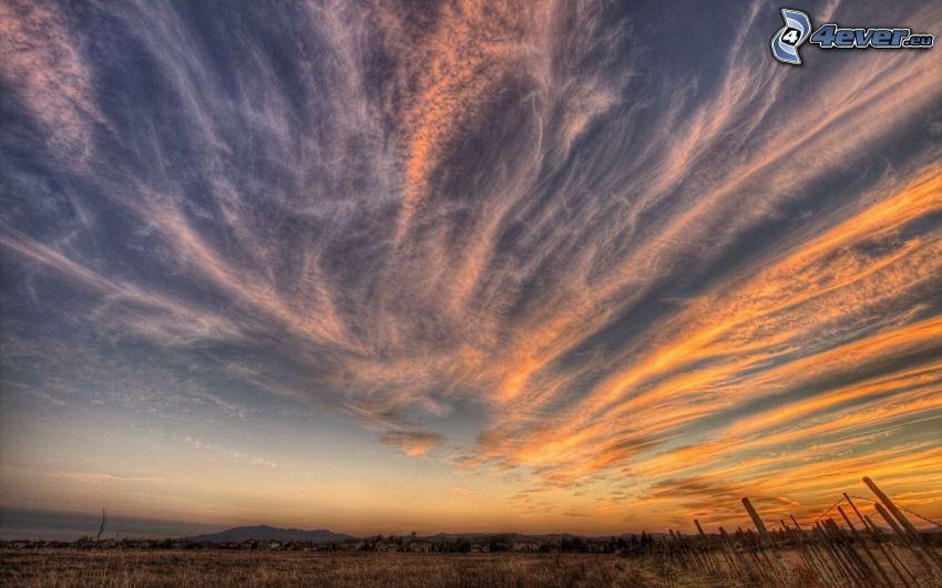 hohe Wolken, Feld