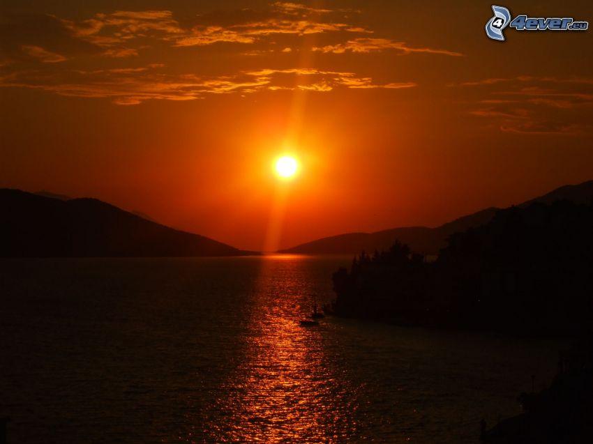 orange Sonnenuntergang, großer See