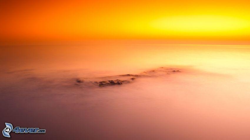 Orange Sonnenuntergang über dem Meer