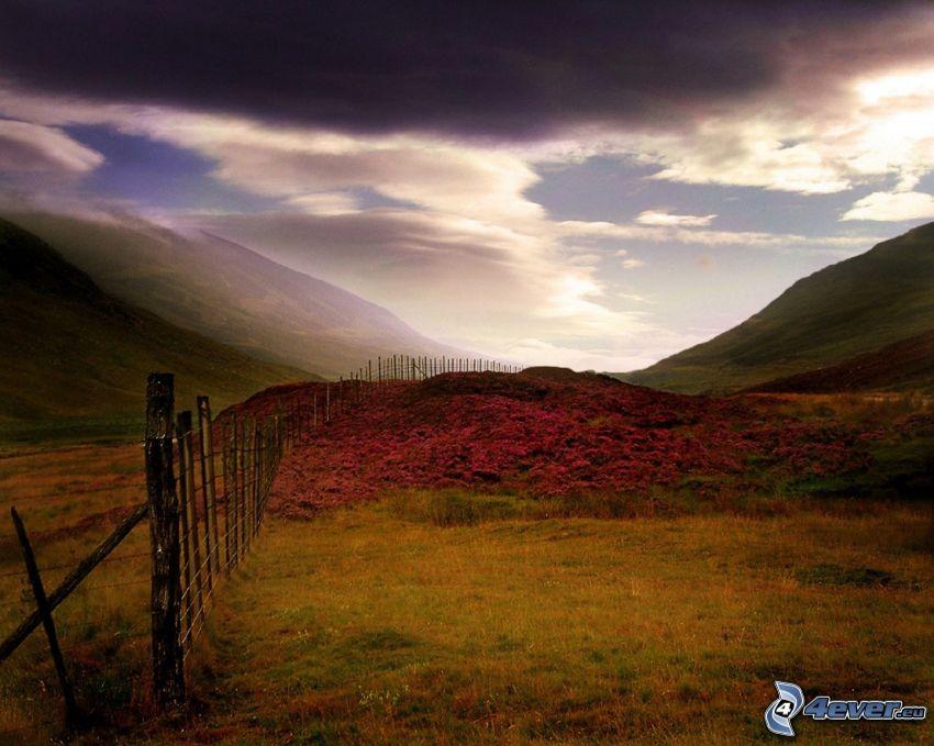 Hügel, Zaun, Himmel, Wolken, Berge, Wiesen