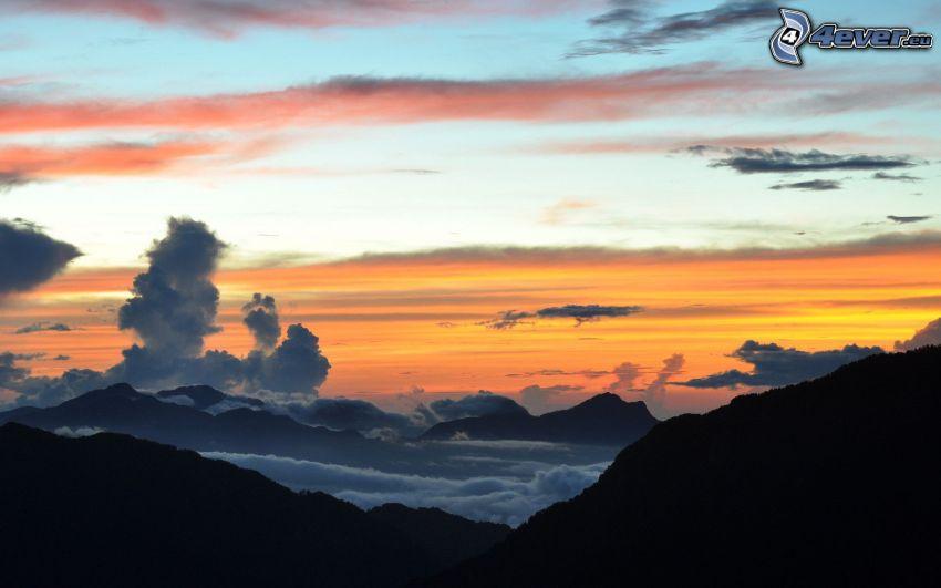 Inversionswetterlage, Hügel, Abendhimmel