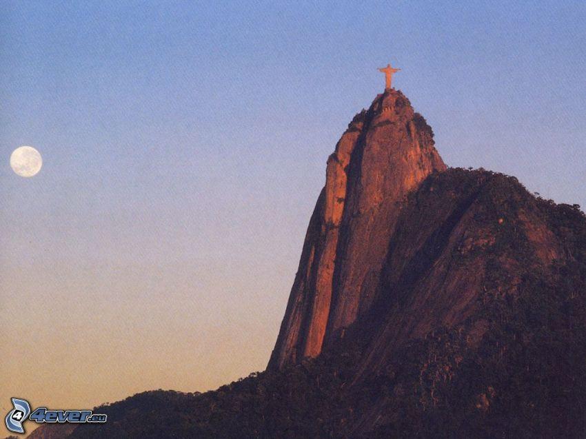 Jesus in Rio de Janeiro, felsiger Berg, Mond