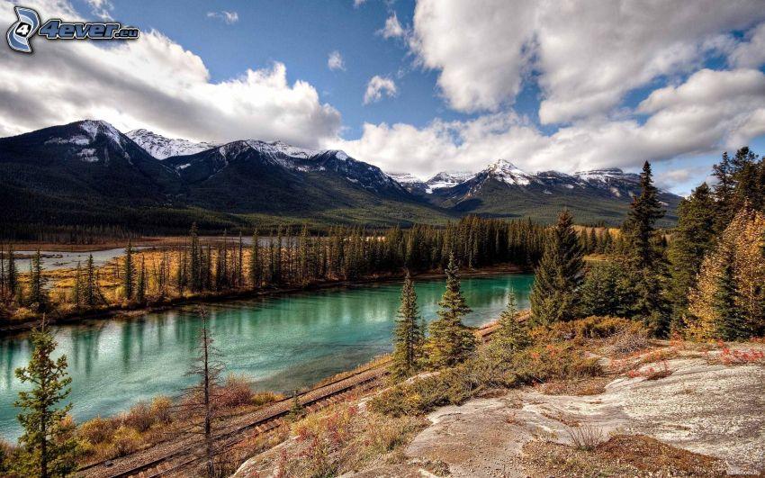 Banff-Nationalpark, Berge, Fluss, Wald, Wolken