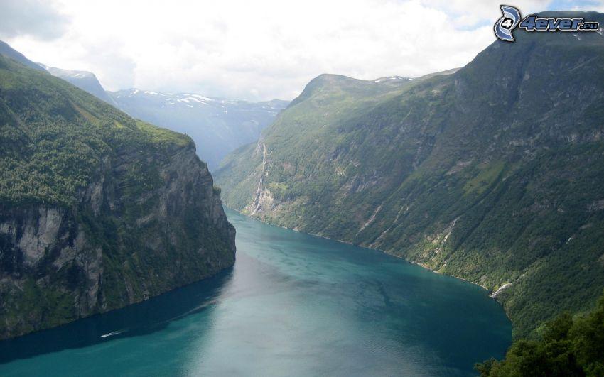 Fjord, Berge