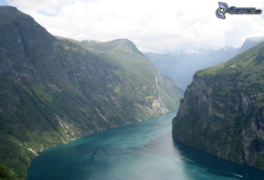 Fjord, felsige Berge, Norwegen