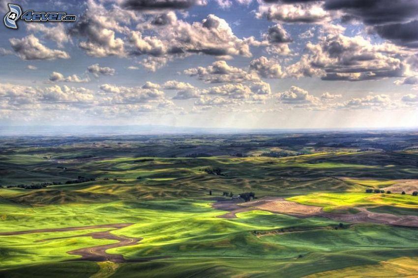 Hügelland, Wolken, Sonnenstrahlen