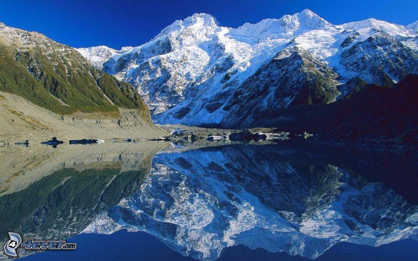 schneebedeckte Berge, See, Spiegelung