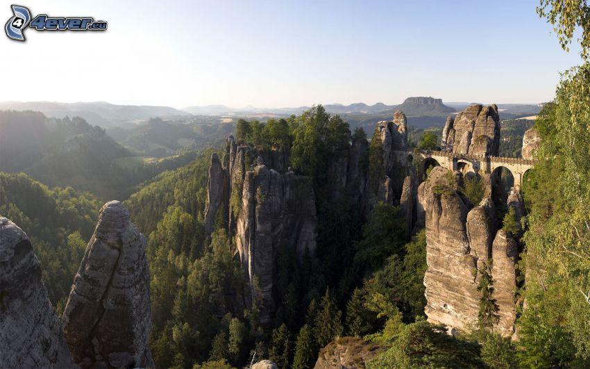 Steine, Brücke, Berge