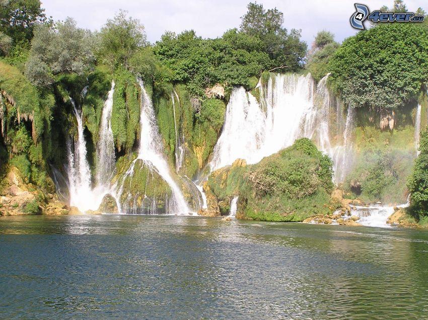 Wasserfall, See, Bäume