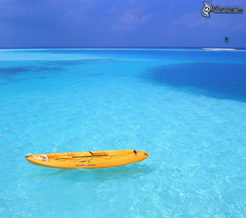 Boot, offenes Meer, seichtes azurblaues Meer