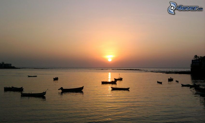 Boote, Sonnenuntergang über dem Meer
